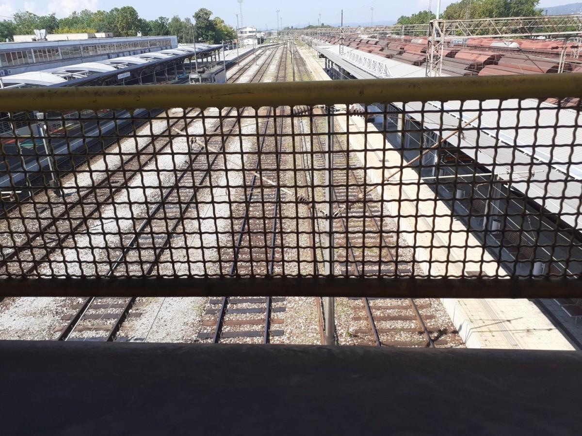 view inside outside railway railway pedestrian bridge