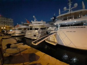 Tourist yachts and architecture design