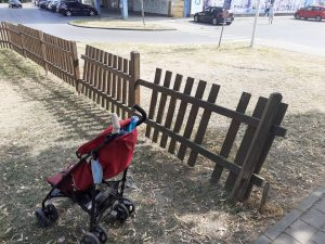 Shame, unprotected children in about 20 beautiful children's playgrounds