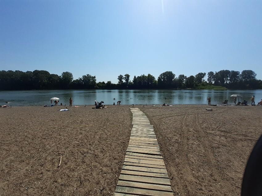 bathing risk_arranged_beach_bathing